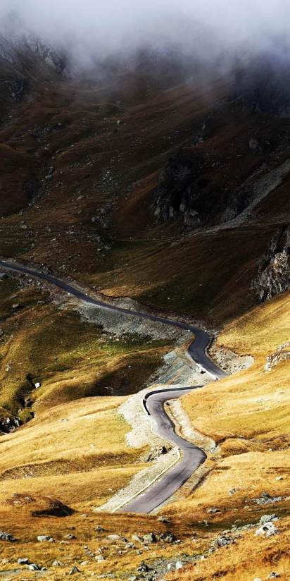 spectacular road trips Romania Transalpina