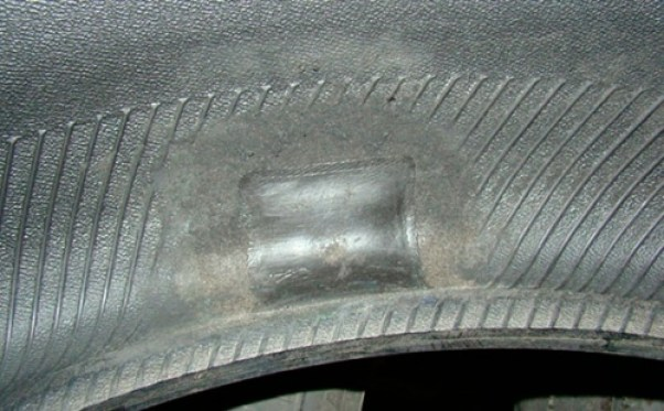 Отремонтированный боковой порез покрышки