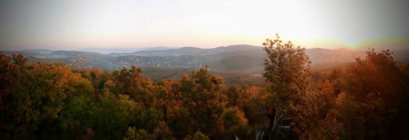 A Hármashatár-hegy a Hárs-hegyről