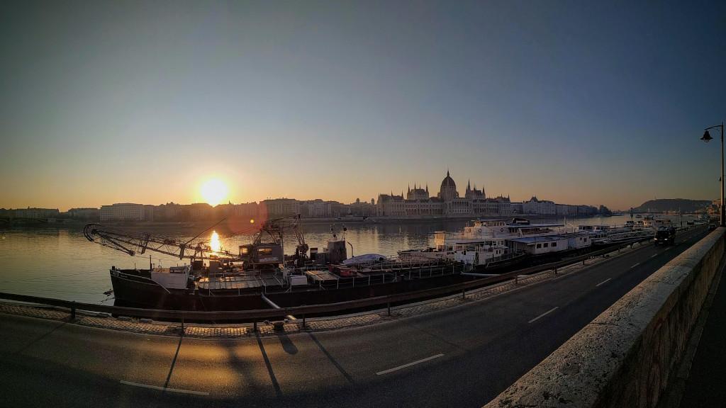 Napfelkelte és Parlament