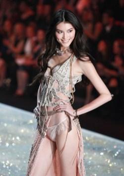 Victoria's Secret kızları nefes kesti