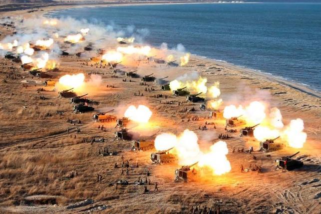 北朝鮮が軍記念日に大規模砲撃演習、米原潜は釜山入港