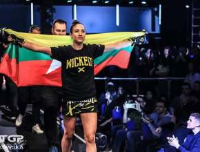 Nicola Barke Walkout with Myanmar Flag