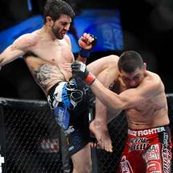 Carlos Condit flying knee