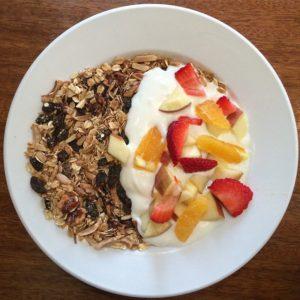 Granola,_yogurt,_fruit._(16696981528)