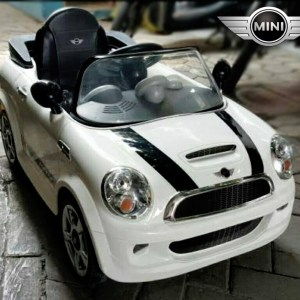mini-cooper-lisensi-mobil-aki-mainan