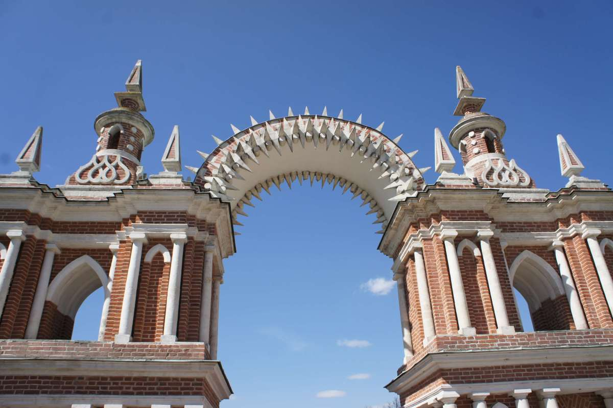 Tsaritsyno: gingerbread palace, fairytale chateau.