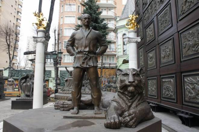 Putin Judo Statue Zurab Tsereteli Studio Museum Moscow
