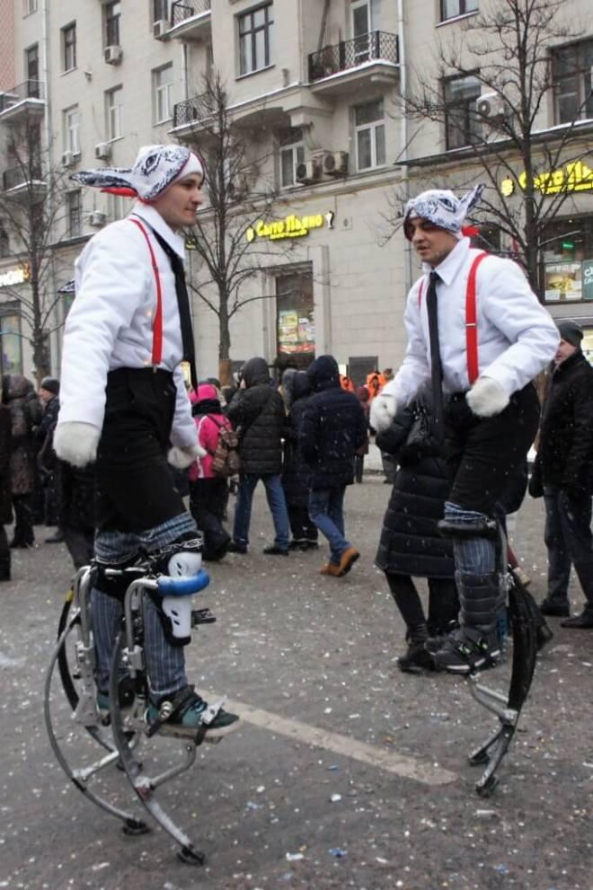 Stilt walkers Tverskaya Street for the Moscow New Year Street Party