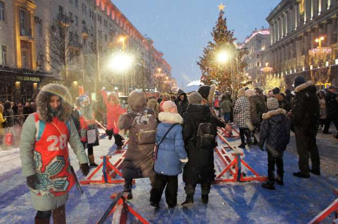 Tightrope walking on Tverskaya Street for the Moscow New Year Street Party