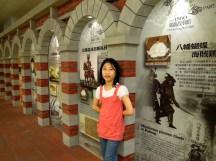 Alice 在「一太 e 衛浴觀光工廠」的「雞籠故事館」留影,相機就體力不支了~ XD