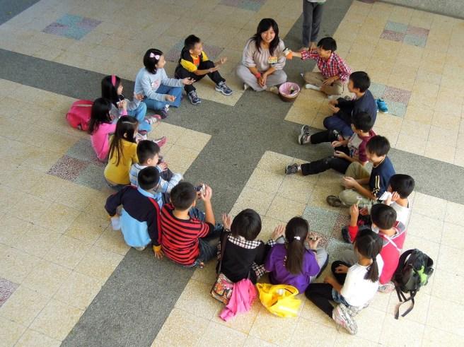 慈心家長會特地安排孩子們參加溼水彩作畫 & 遊戲~