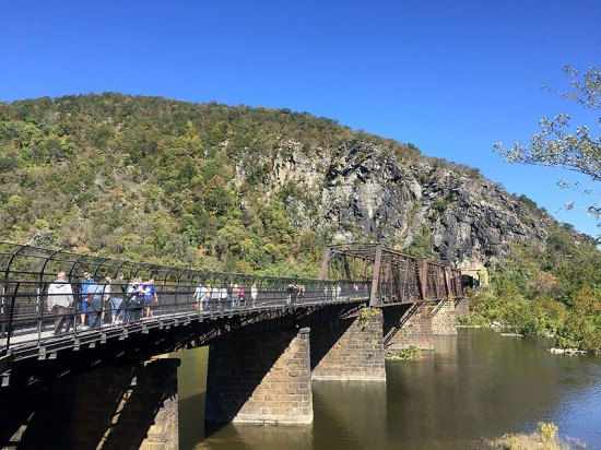 Hike from West Virginia to Maryland at Harpers Ferry