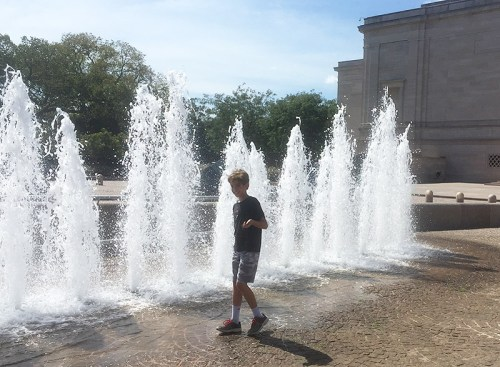 Catching sprays from the fountain outside of the National Gallery of Art