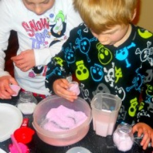 Fun things to do with kids in CT, An activity with kids in CT, Gift idea for kids to make at Valentine's or any holiday, Bath Salt Craft for kids