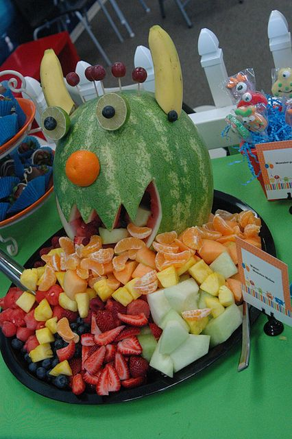 I have to say...I don't think the kids would be disappointed if you walked into a Fall or Halloween class party with one of these healthy, fruit treats!