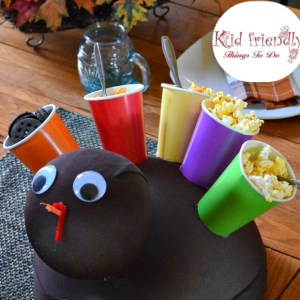 Make a Snack Turkey for the kids at Thanksgiving for an easy and cute table decoration and craft - www.kidfriendlythingstodo.com