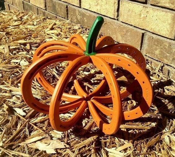 The Best DIY Kid Friendly Fun Fall Decorating & Craft Ideas - www.kidfriendlythingstodo.com