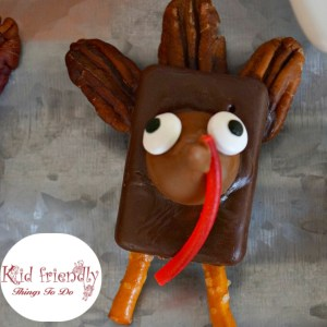 Chocolate & Caramel Turkey Treats for a Thanksgiving With Kids Fun Food - Almost like a turtle! So yummy and easy to make! www.kidfriendlythingstodo.com