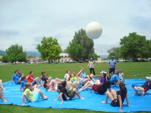 Over 30 Easy DIY Summer Outdoor Games to play with the kids! Water balloon games and more! www.kidfriendlythingstodo.com