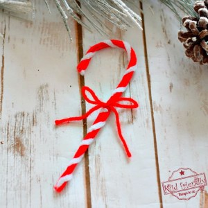 Make this DIY Pipe Cleaner Candy Craft Cane Ornament with the Kids this Christmas. Perfect for the tree, for school parties and decorations - www.kidfriendlythingstodo.com
