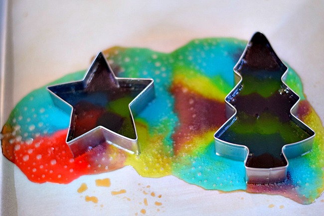 Melted Jolly Rancher Ornaments - A Fun Christmas Craft - Love these! Such a fun DIY for you to make with the kids. www.kidfriendlythingstodo.com