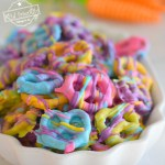Easy and Colorful Spring Chocolate Covered Pretzel Bite Treats - The perfect salty sweet & yummy treat for Spring, Easter and Mother's Day! White chocolate covered pretzels that are so yummy and fun for the kids to help make and eat - www.kidfriendlythingstodo.com