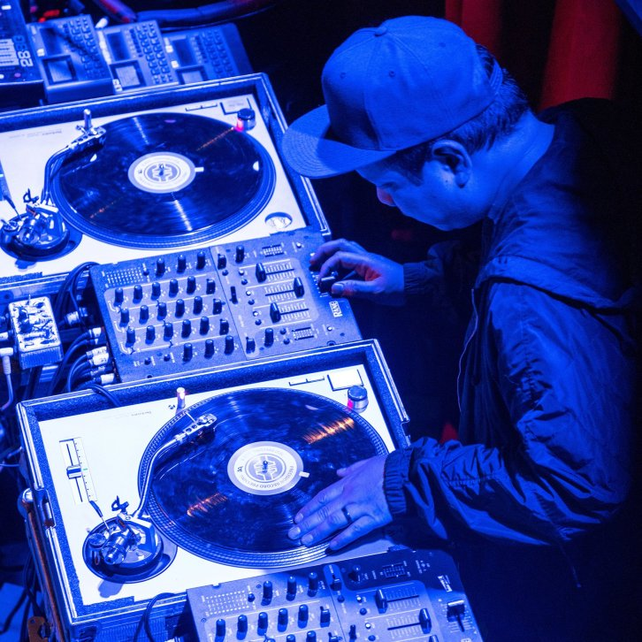 Kid Koala DJ Set <span>3 Turntables and a Stack of Wax</span>