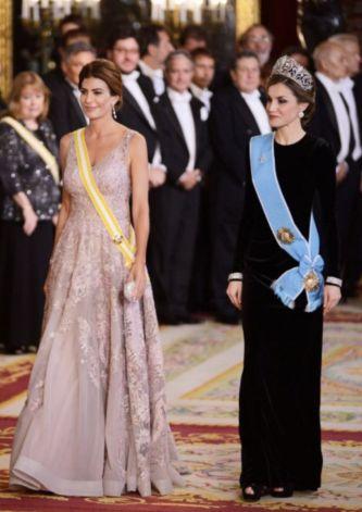 Кралица и първа дама дават урок по дипломация