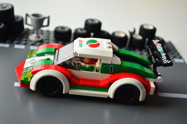 Lego-Race-Car