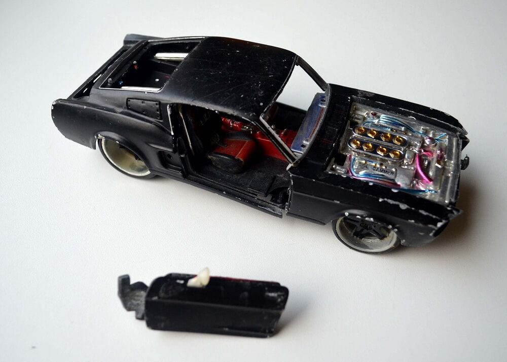Broken Maisto Ford Mustang GT 1967 in 1:24 scale