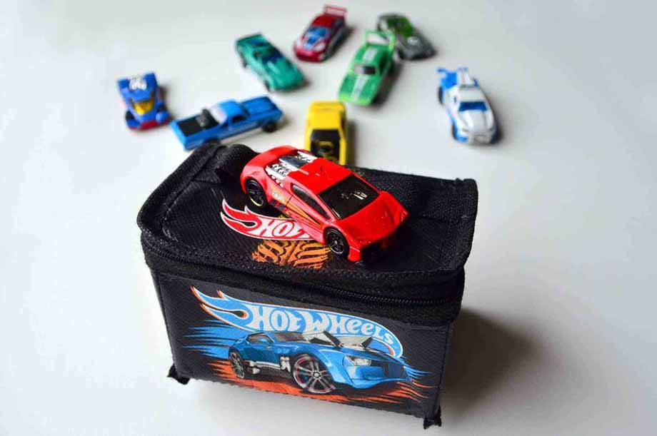 Hot Wheels Travel Tote case 9 cars