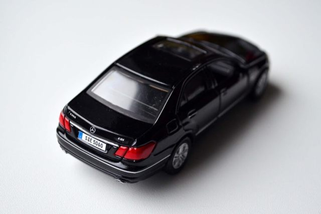 maisto-die-cast-mercedes-benz