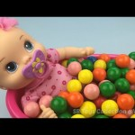 Fun Learning Colours with Baby Alive Doll Bath In Gumballs Pretend Play for Children