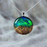 Artista cria jóias que nos inspiram à natureza e a outros mundos