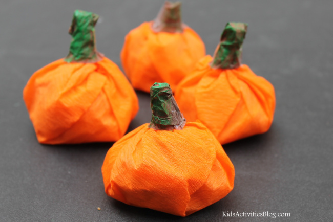 pumpkin craft for toddlers and preschoolers - easy Halloween crafts for kids of all ages