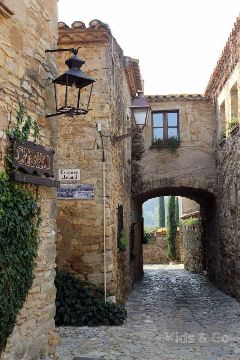 Katalonia co warto zobaczyć - średniowieczne miasteczka