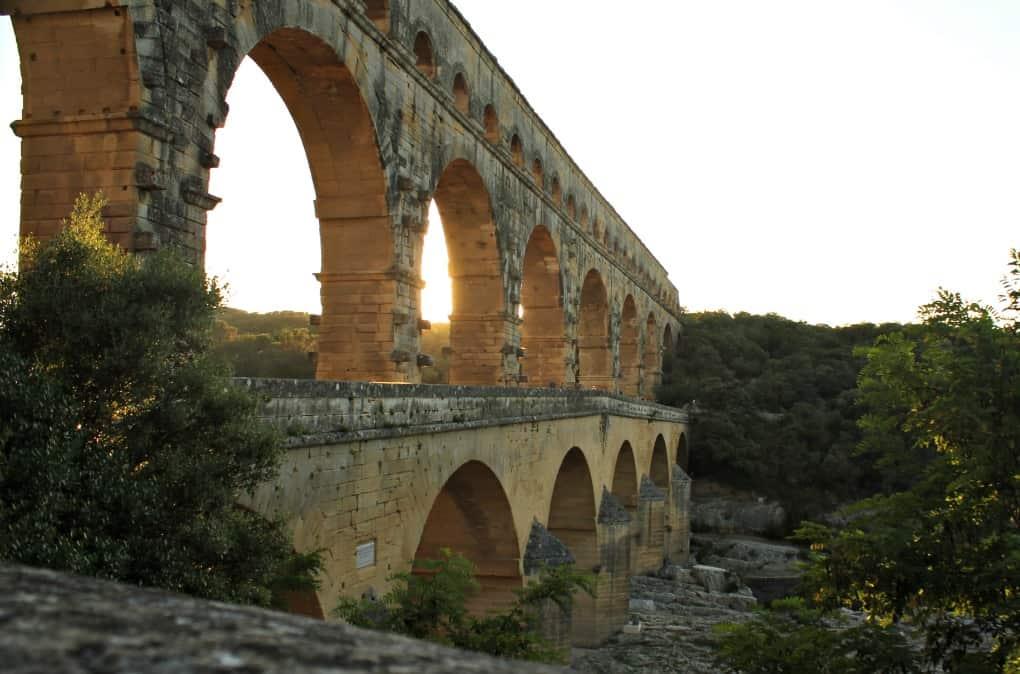 Most nad rzeką Gard