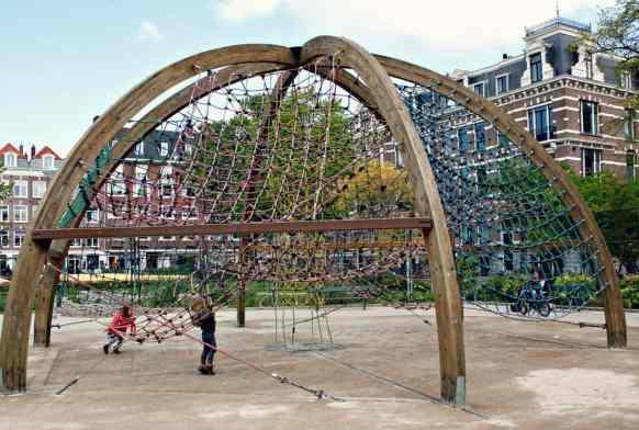 Place zabaw w Amsterdamie