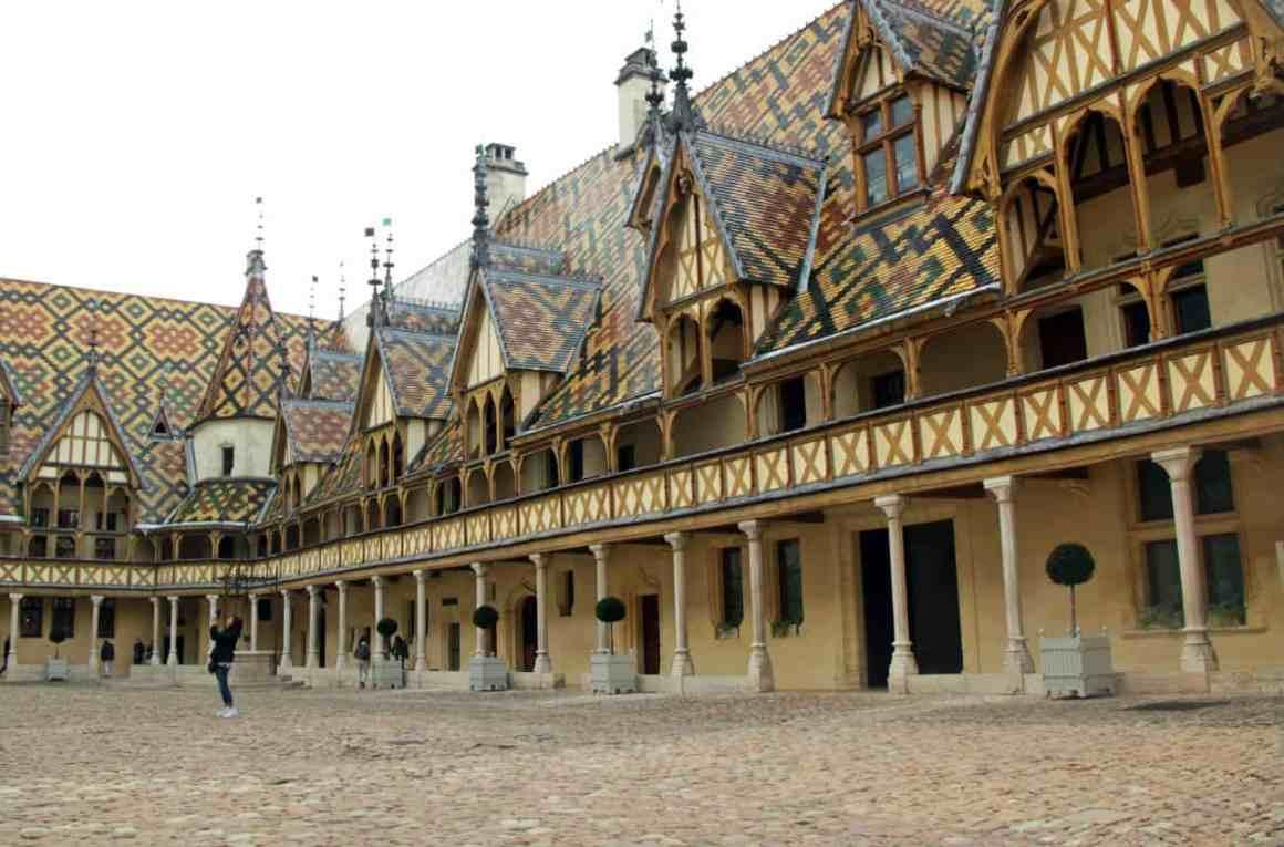 Hospicjum w Beaune - zwiedzanie Burgundii