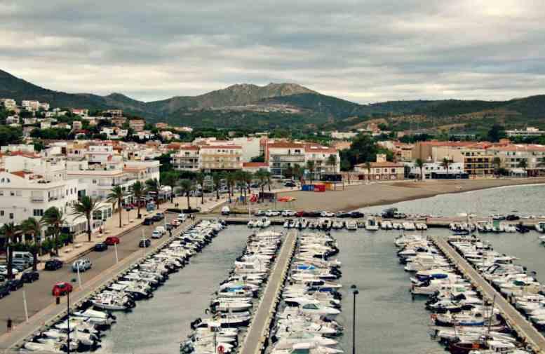 widok na port w Llanca - Costa Brava
