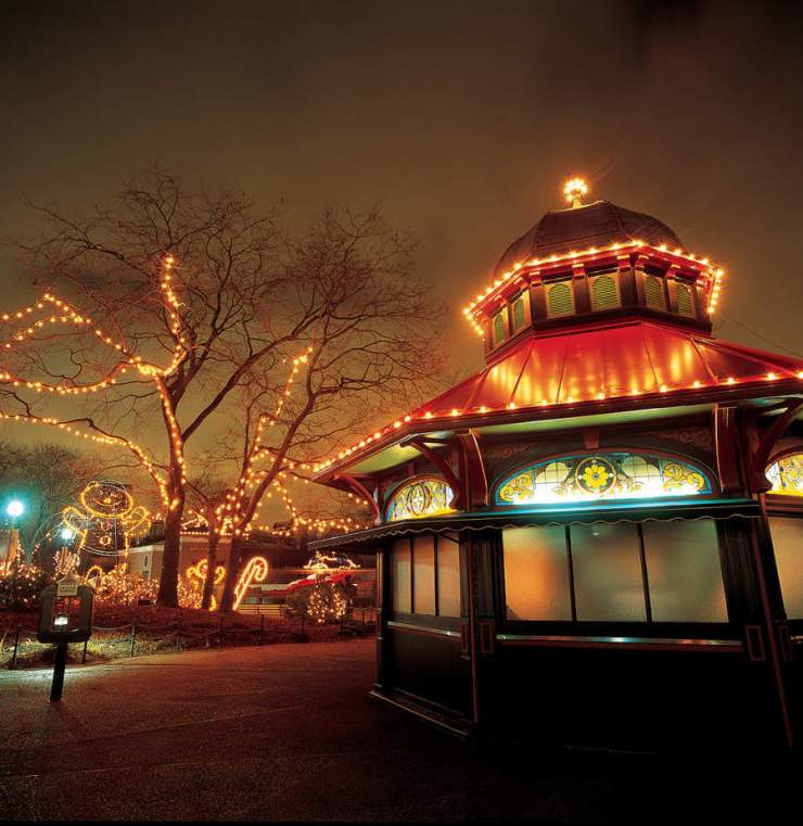 Lincon Park Zoo Lights Holidays in Chicago-Kids Are A Trip