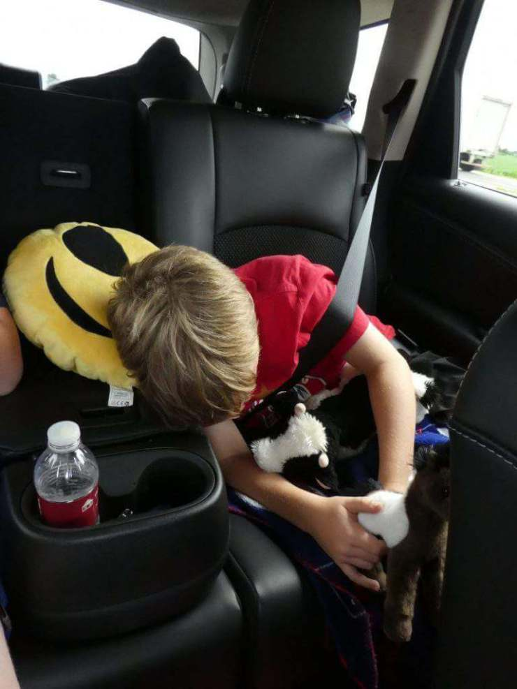Survive a Holiday Road Trip with Kids Motion Sickness-Kids Are A Trip