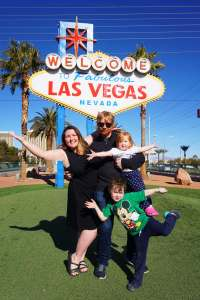 family friendly things to do in las vegas flashpacker-family-at-las-vegas-sign