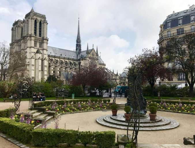 Why Context Tours in Paris are Perfect for Families