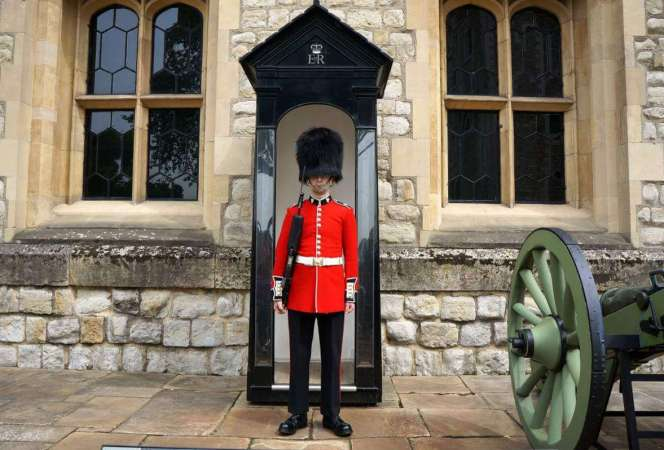 With a massive amount of history and endless must see attractions, London is overwhelming to even the most seasoned travelers. Here are the best family friendly things to do in London. They're just the tip of the iceberg!-Kids Are A Trip