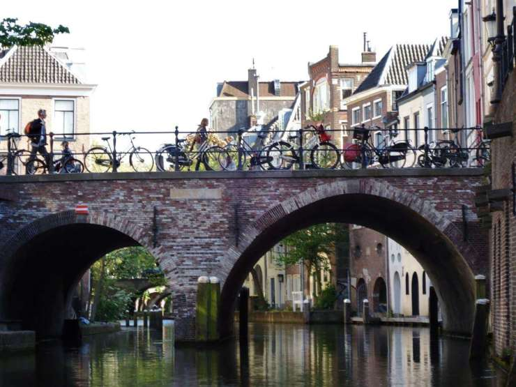 Family Friendly Things to Do in Utrecht Take A Boat Ride Oudegracht (c) Susanne Canisius_Toerisme Utrecht