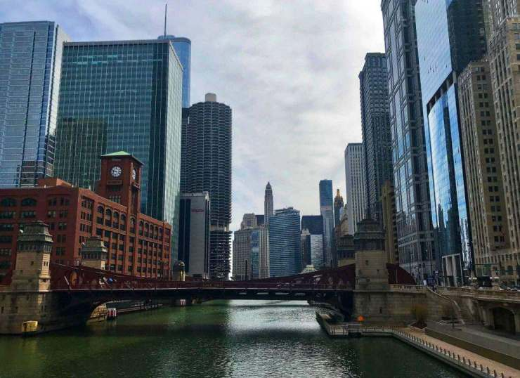 Free-Things-to-Do-in-Chicago-with-Kids-Walk-on-the-Riverwalk-Kids-Are-A-Trip
