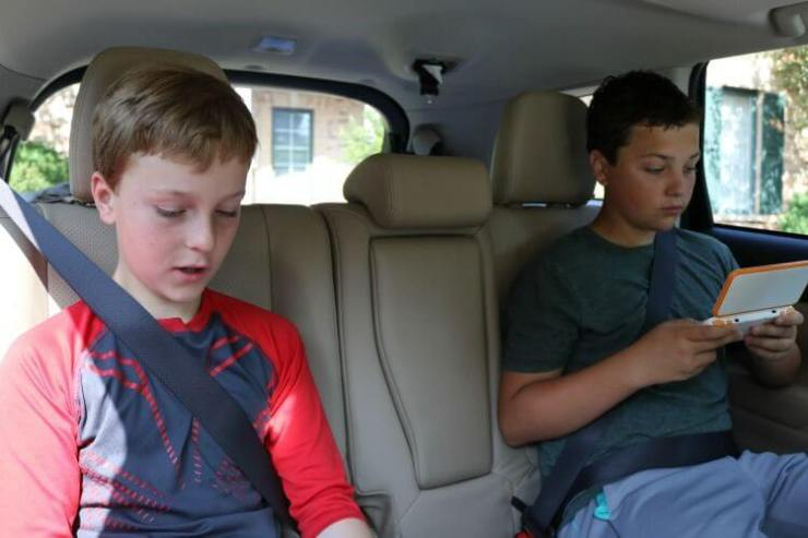 Nintendo-2DS-XL-Multi-Player-Kids-Are-A-Trip