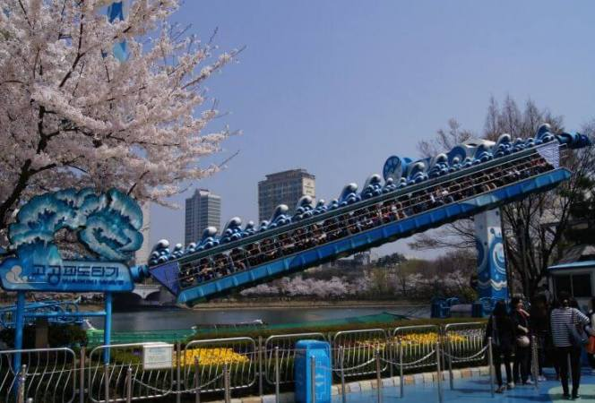 Korea is a beautiful country to visit for all ages, but kids and teens alike will enjoy visiting Seoul. Here are some of the best things to do in Seoul with teens. - Kids Are A Trip